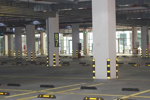 地下停车场.jpg
