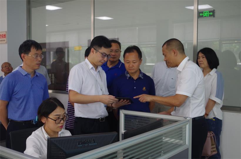 市人大常委会党组书记、主任刘十庆率队莅临公司调研指导